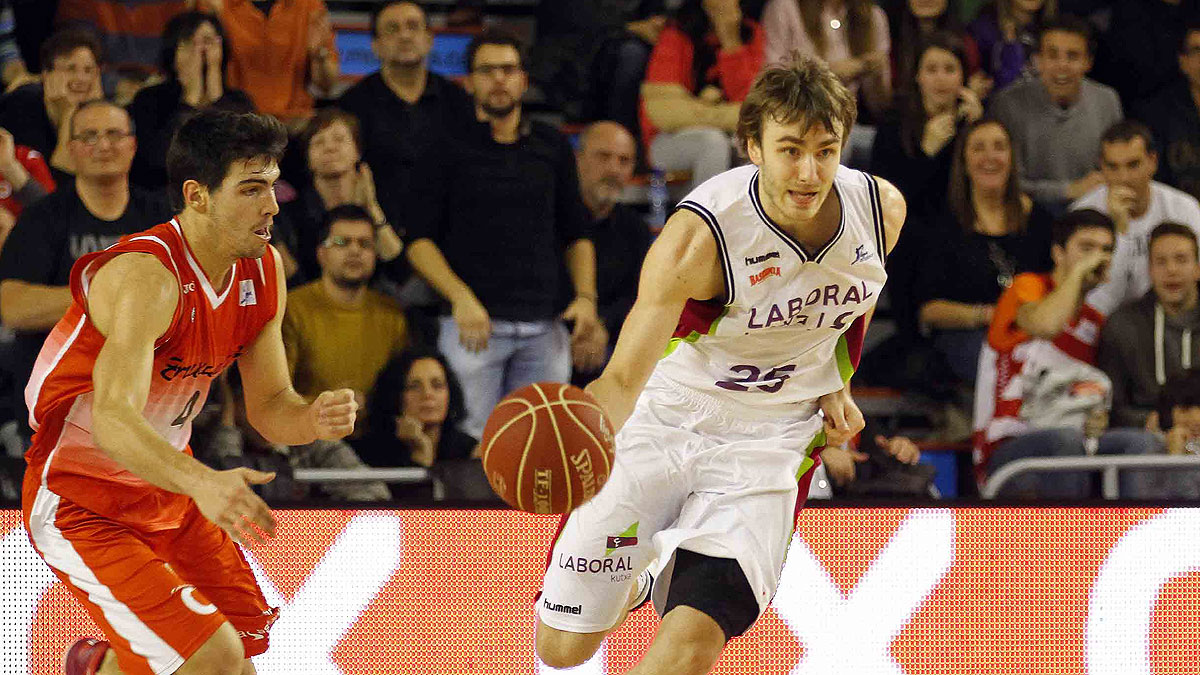 David Jelinek sale al contraataque (ACB Photo / J. Alberch)