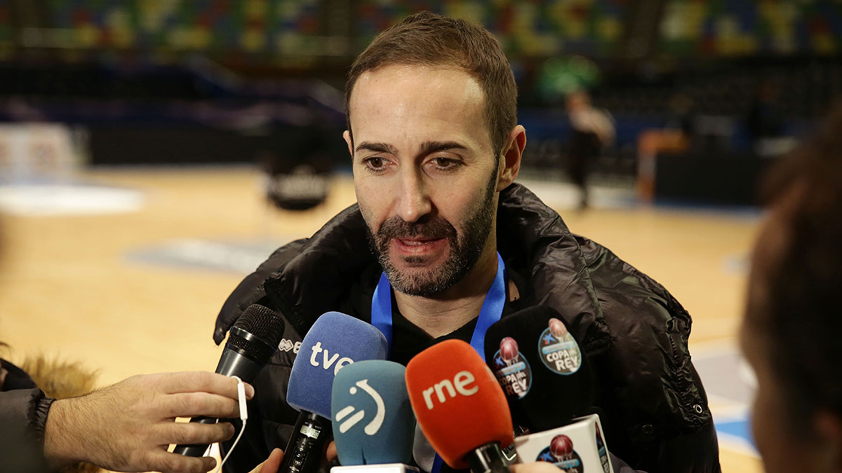 Sito Alonso en la atención de medios (ACB Photo)