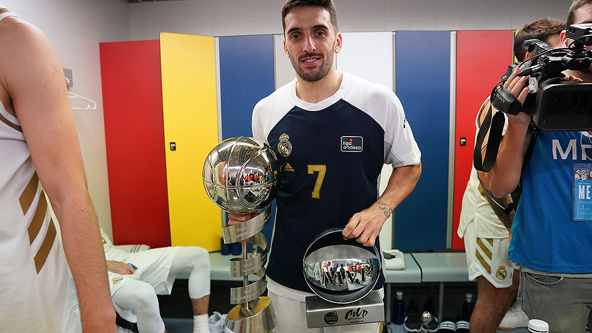 Facu muestra su trofeo (ACB Photo)